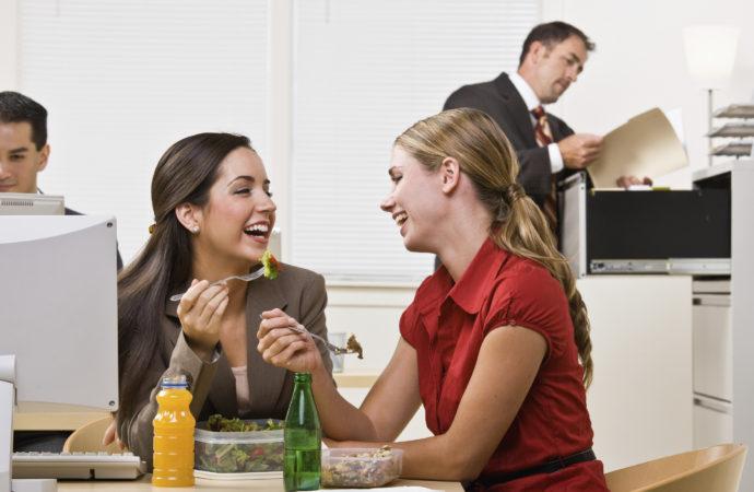 Tips para cuidar tu bolsillo a la hora de almorzar en la oficina