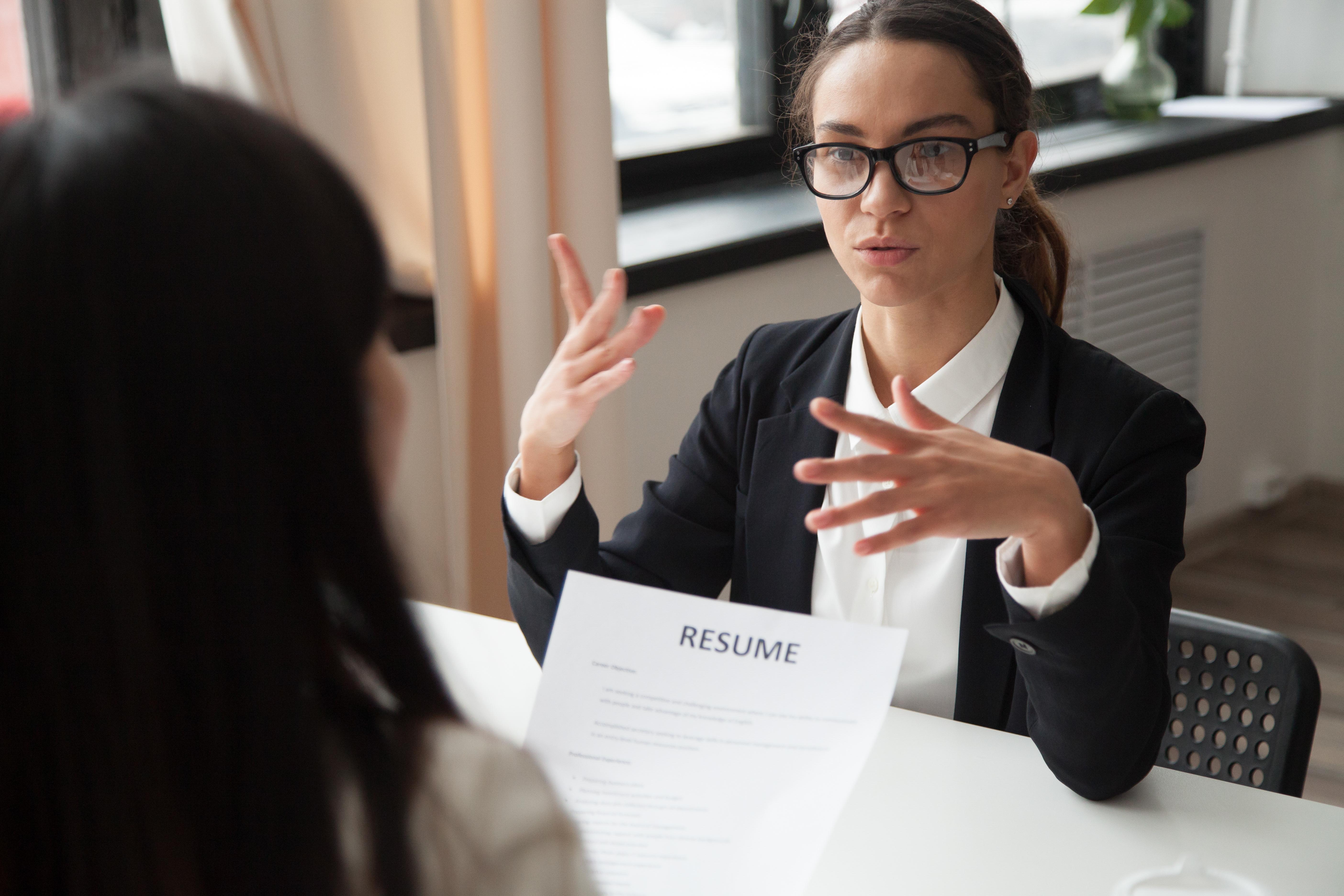 ¿Cómo conviene hablar en una entrevista? 7 claves para comunicar correctamente